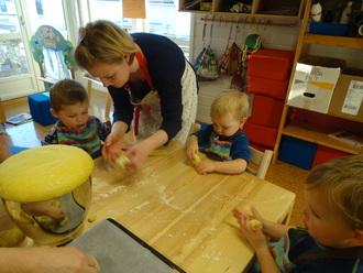 Baking av Lussekatter i Mo barnehage