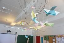 6.klasse har lagd papirfugler