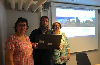 Webredaktørene Heidi Fjellet Kristiansen i Stange, Stig Aasheim i Nord-Odal og Ingse Kjernmoen i Hamar foran Nord-Odals nye framside