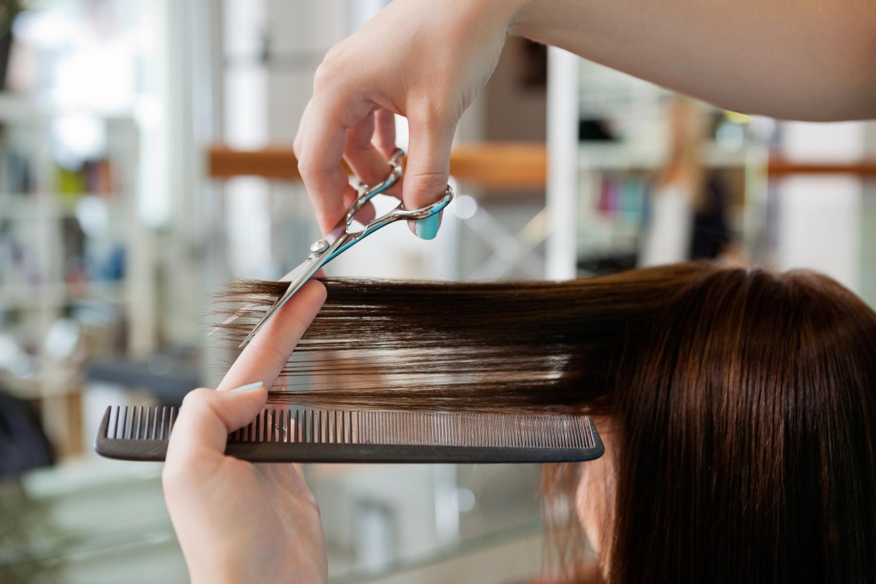 Forskrift om hygienekrav for frisør-, hudpleie-, tatoverings- og hulltakingsvirksomhet m.v. regulerer hvordan denne type virksomhet skal sikre tilfredstillende hygienisk forhold.